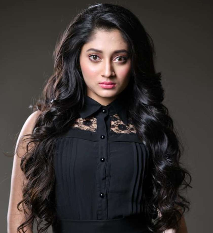 Puja Cherry Roy HD Picture