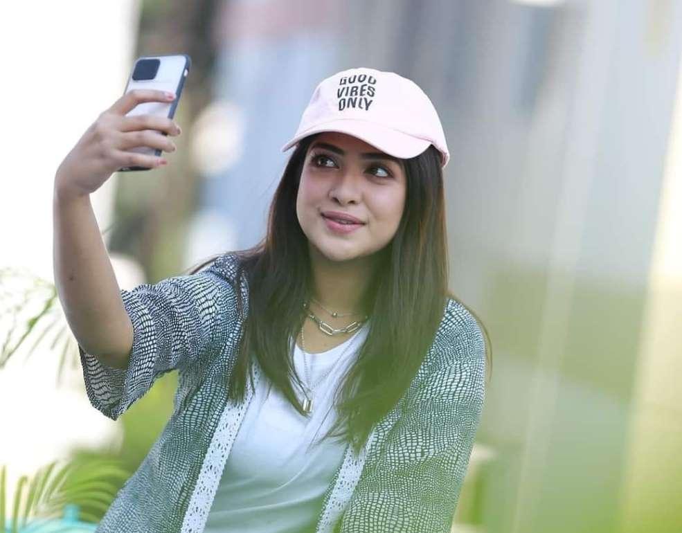 Sarika Sabah Mobile photo