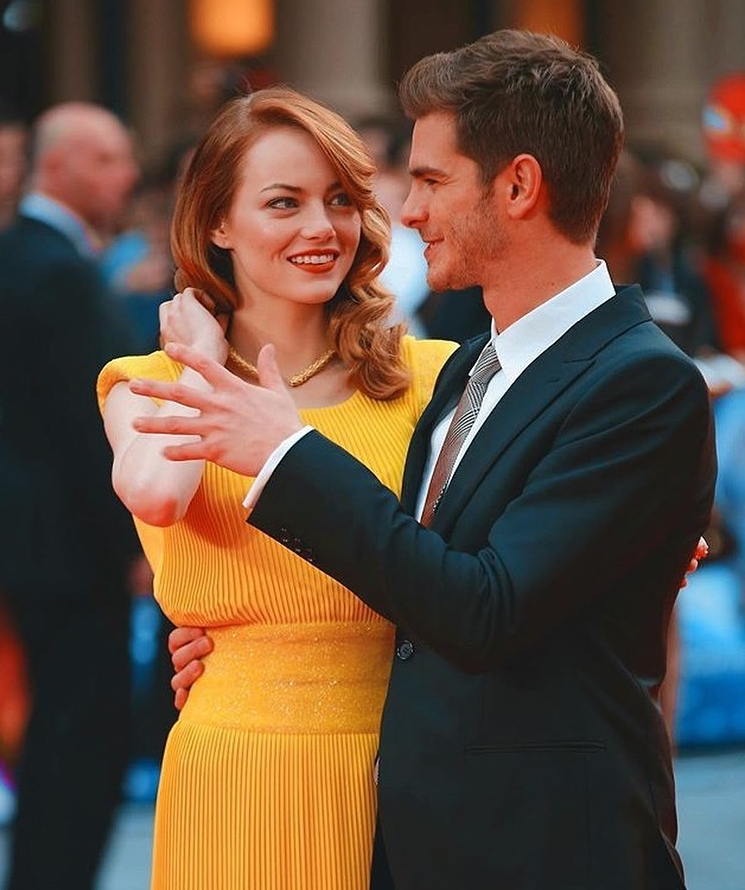 Emma Stone dancing picture