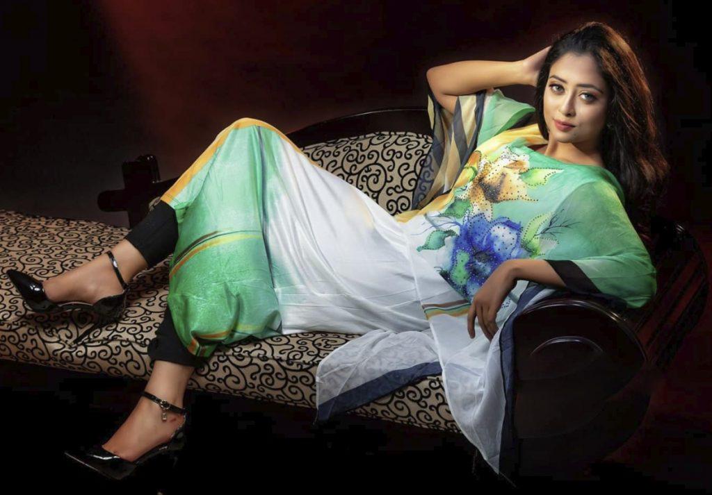 Nishat Nawar Fashion image