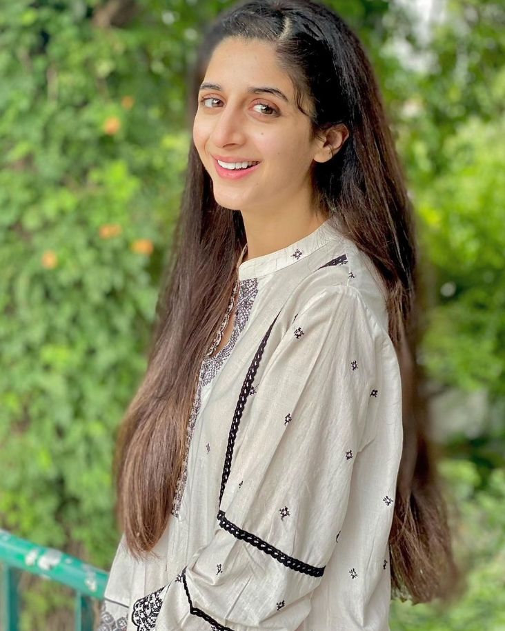 Mawra Hocane Smail picture